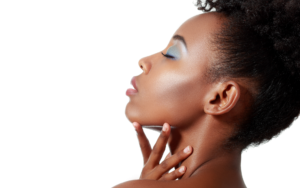 jeune femme afro maquillage bleu
