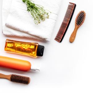 peignes, brosses et huiles protectrices pour coiffer les cheveux crépus, afros et métissés sans casse grâce aux soins capillaires Ydna