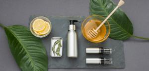 les bienfaits du miel sur les cheveux afros frises ou boucles