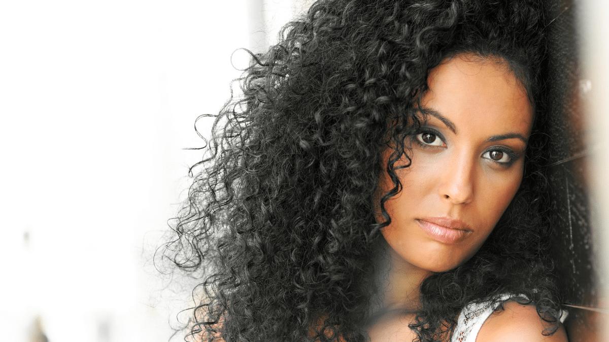 cheveux afro ternes éclat solutions